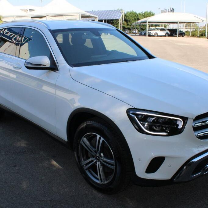 MERCEDES-BENZ GLC 220 8